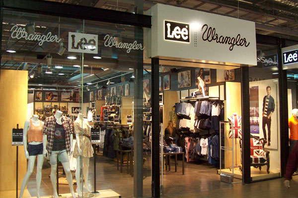 List of the nearest Wrangler Outlet stores Enter your ZIP Code to find a nearest Wrangler outlet store. Find all sales for you favorite brand or click on link for list of all Wrangler outlet stores.